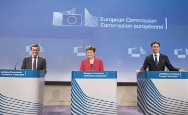 Image: Commissioner Carlos Moedas, Commission Vice-President Kristalina Georgieva, and Commission Vice-President Jyrki Katainen announce the successful conclusion of negotiations on creating a European Fund for Strategic Investments, Brussels, 28 May 2015. © European Union
