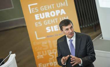 Image: Commission Vice-President Andrus Ansip discusses the digital single market strategy during a citizens' dialogue in Berlin, Germany, 10 December 2015. © European Union