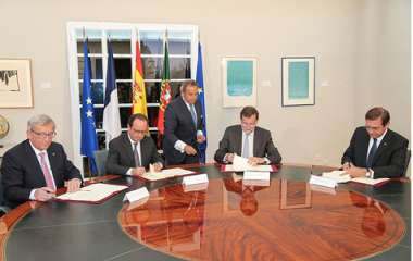 Image: Jean-Claude Juncker, President of the European Commission, François Hollande, President of the French Republic, Mariano Rajoy, Prime Minister of Spain, and Pedro Passos Coelho, Prime Minister of Portugal, sign the Madrid Declaration to better connect the Iberian Peninsula with the rest of the EU energy market, Madrid, Spain, 4 March 2015. © European Union