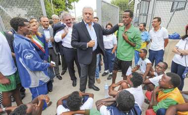 Image: Commissioner Dimitris Avramopoulos speaking with refugees in Lampedusa, Italy, 9 October 2015. © European Union