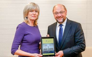 Image: Emily O'Reilly, European Ombudsman, presents her annual report to Martin Schulz, President of the European Parliament, Brussels, 26 May 2015. © European Union